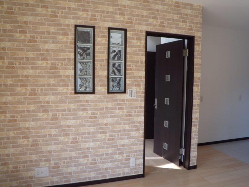 小倉南区・Y様邸 リビングの壁にも、お洒落なガラスブロック